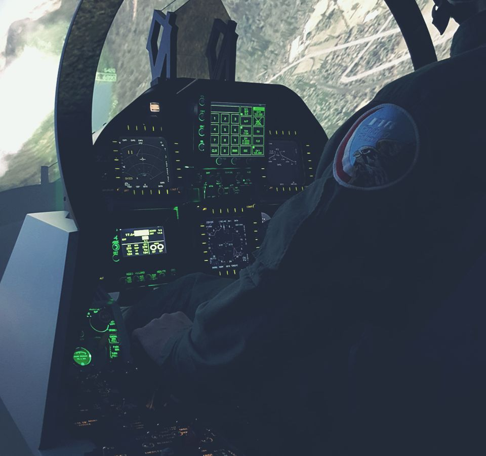 Full F-18 fighter simulator